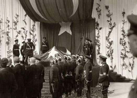 Atatürk yerine defnedilirken